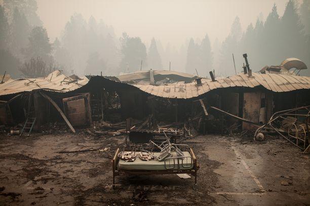 Campin palo tuhosi liki kaiken Paradisen kaupungissa.