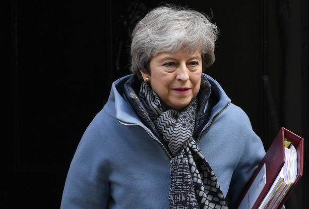 Theresa May yrittää välttää sen, että Britannian pitäisi järjestää EU-parlamenttivaalit.