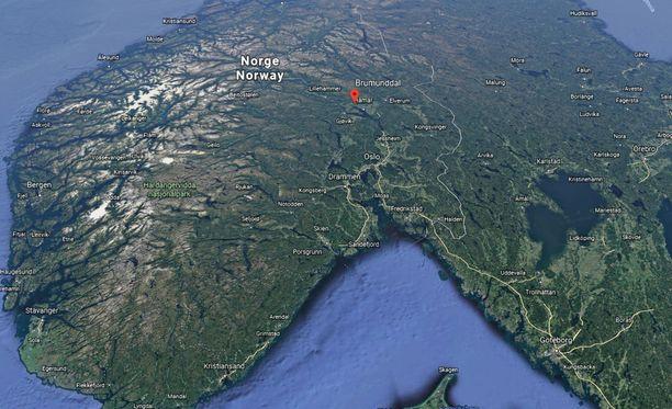 Naisen ruumis löydettiin lauantaiaamuna Etelä-Norjasta, Brumunddalista.