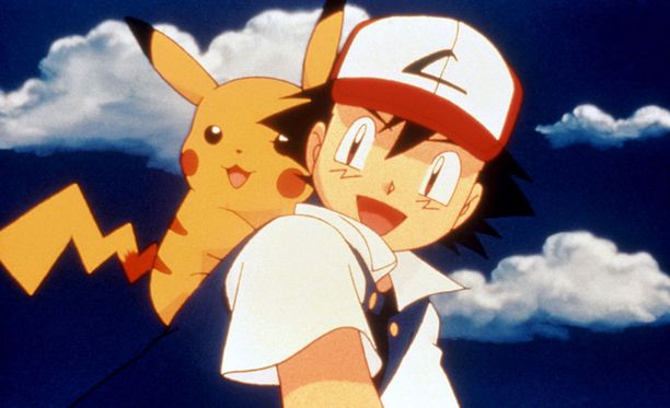 Pikachu omistajansa Ashin selässä.