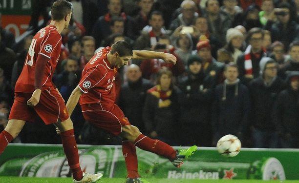 Steven Gerrardin upea vaparimaali oli Liverpoolin valopilkku.