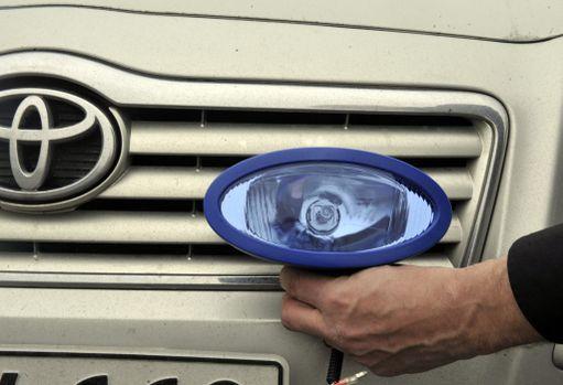 Kun asennat autoosi ylimääräisiä valoja tai värillisiä polttimoita, tarkista niiden laillisuus.