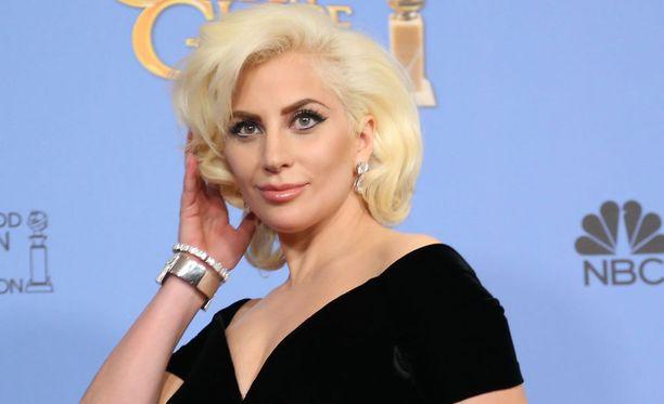 Lady Gaga saa kunnian esittää Bowien tuotantoa.