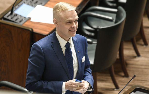 Timo Heinonen kertoo jääneensä taksiuudistuksen yhteydessä puolueensa sisällä vähemmistöön.