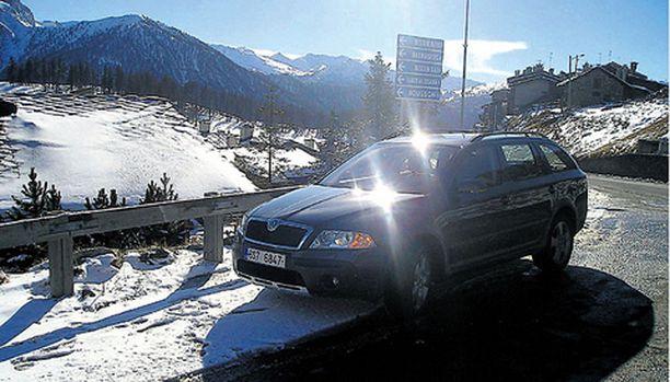 Škoda Octavia Combi 4x4 Scout viihtyy Italian alppimaisemissa, mutta soveltuu myös Suomen maastoon.