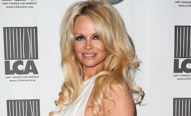 Pamela Andersonin kamppailu sairautensa kanssa päättyi onnellisesti.