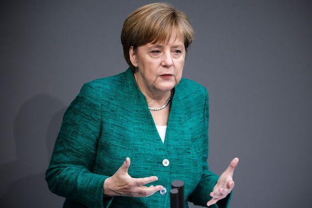 Jos 28 EU-maata ei suostu tekemään yhteistä maahanmuuttopolitiikkaa, voitaisiin Merkelin mielestä harkita myös halukkaiden maiden koalitiota.