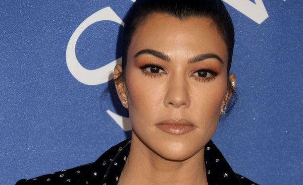 Kourtney Kardashian ei hyvällä katsonut nuoren miesystävänsä rietasteluja.