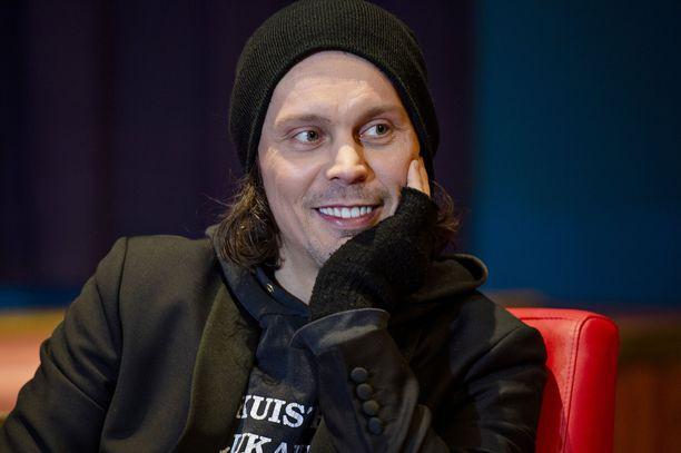 – Hyvä, että jengi puhuu, laulaja Ville Valo kommentoi Emma-gaalan somehuomiota.