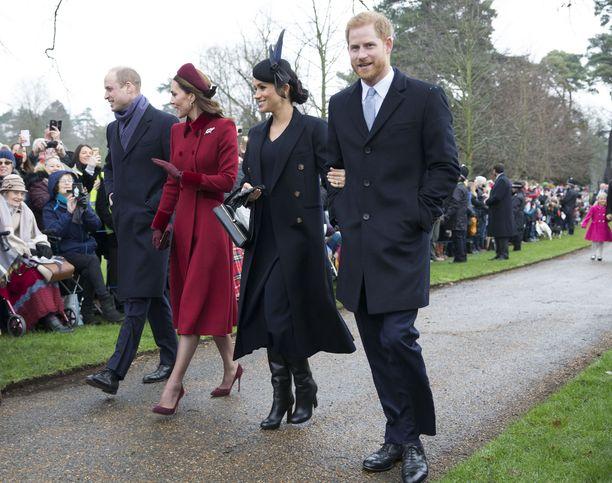 Vieläköhän tämä nelikko nähdään sopuisasti rinnakkain? William, Catherine, Meghan ja Harry matkalla joulukirkkoon vuonna 2018.