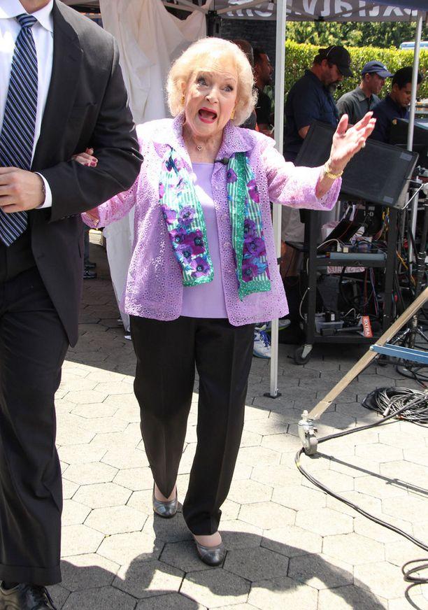 Betty White ei aio jäädä eläkkeelle. Tervehdys vuodelta 2014.