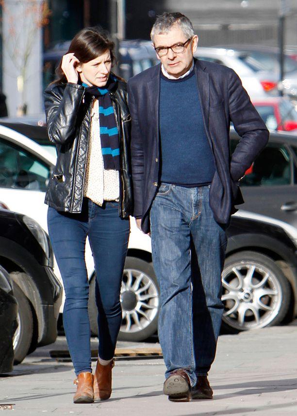 Rowan Atkinson ja uusi rakas Louise kuvattiin alkuvuodesta Lontoossa.