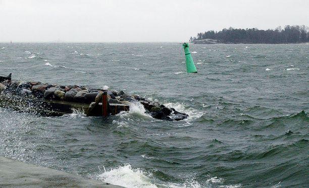 Laivalle lähtijöiden kannattaa nyt varautua melkein koko matkan kestävään keinutukseen.