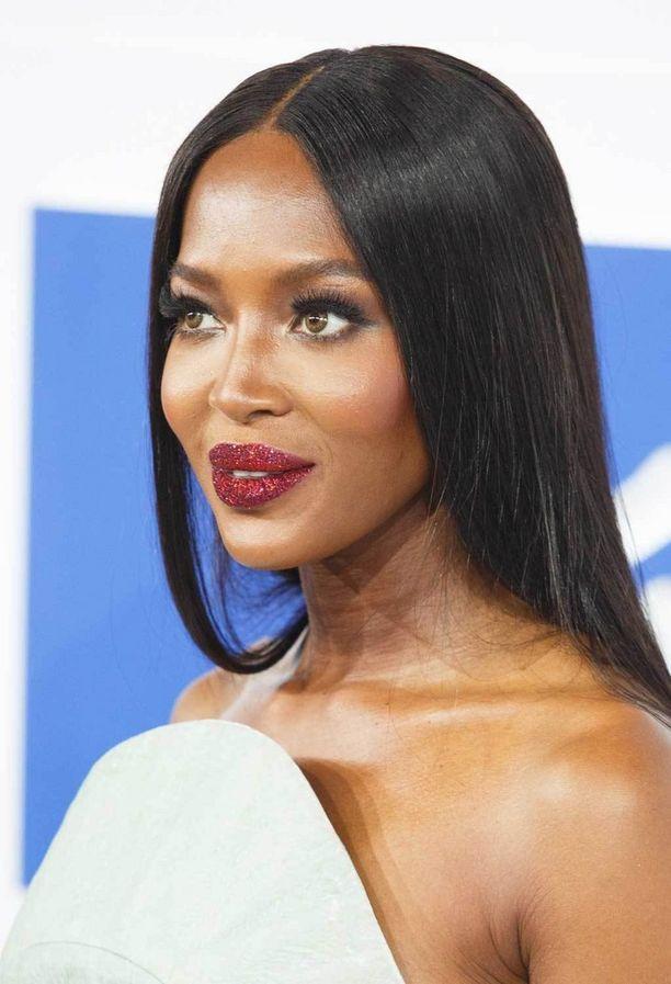 Naomi Campbellin upeat glitter-huulet ovat meikkitaitelija Pat McGrathin luomus, ja niistä voi povata pikkujoulukauden isointa trendiä.