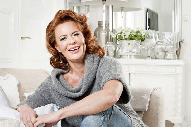 Kasperin äiti Petra on nykyään suhteessa ex-jalkapalloilija Pele Koljosen kanssa.