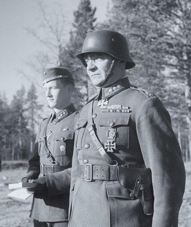 """Jatkosodassa Puroma toimi Jalkaväkirykmentti 12:n (""""Jänkäjääkärit"""") komentajana."""