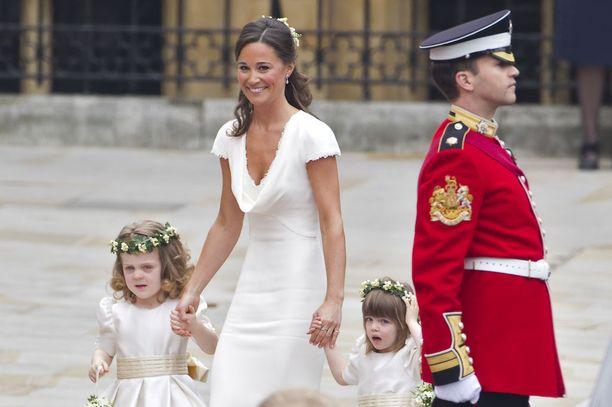 Catherinen sisko Pippa Middleton ihastutti häissä elegantilla tyylillään.