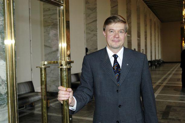 Kansanedustaja Antti Rantakangas eduskunnassa vuonna 2003.