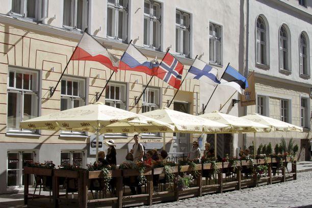 Viron ulkoministerin mukaan Virossa vierailevat suomalaisturistitkin joutuvan kotimaahan palattuaan kahden viikon karanteeniin.
