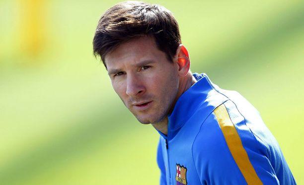 Leo Messin pitää huolehtia oman loukkaantumisensa lisäksi isoveljensä törttöilyistä.