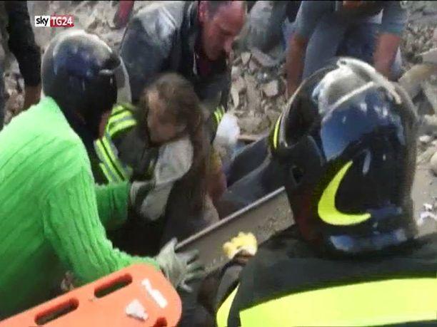 10-vuotias Giulia löytyi pirstaleiden alta elossa.