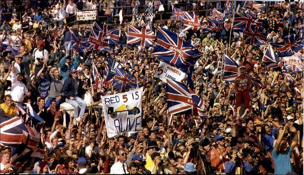 Katsomot täynnä. Fanit ovat aina löytäneet tiensä Silverstoneen.