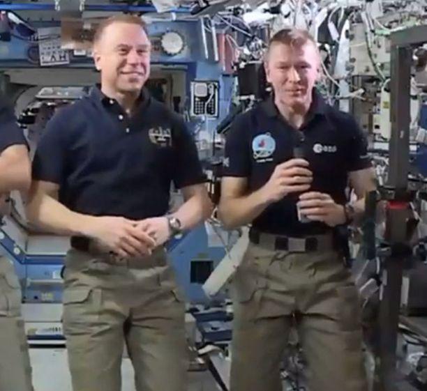 Kaksi Timothya, Kopra ja Peake, kuvattuna kansainvälisellä avaruusasemalla huhtikuun 14.