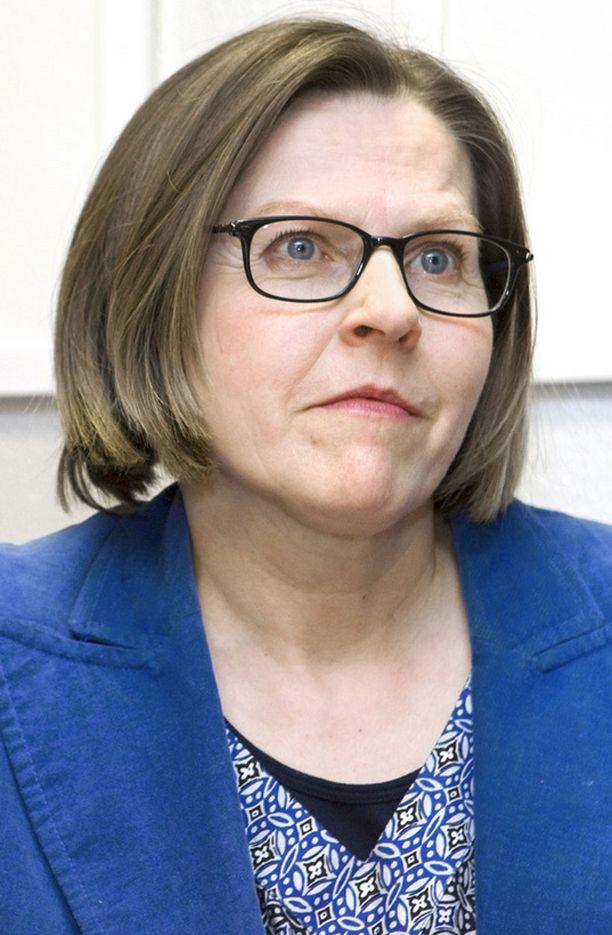 Ministeri Heidi Hautalalta odotetaan jämäkkää otetta Finnairin asioiden selvittämisessä.