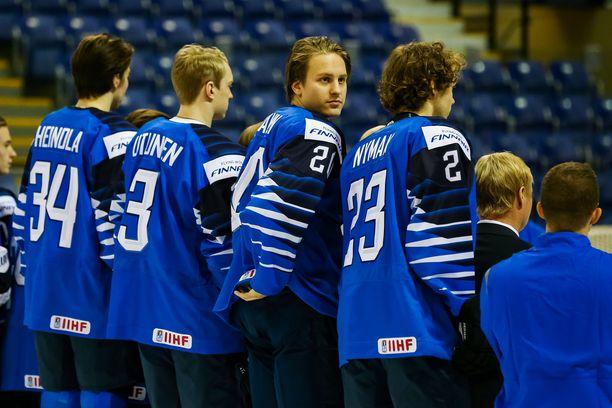 Eeli Tolvanen (kasvot kameraan) on yksi Nuorten Leijonien kolmesta NHL-vahvistuksesta.