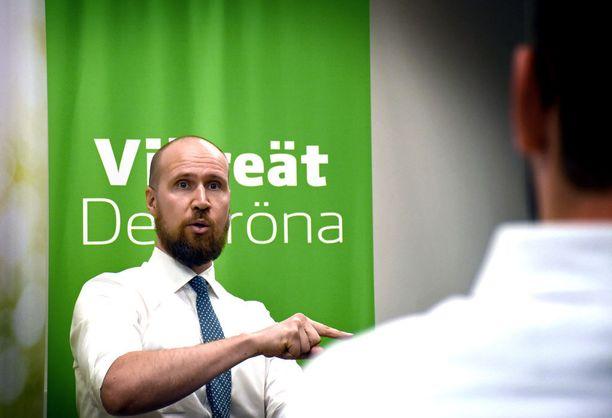 Vihreiden puheenjohtaja Touko Aalto haluaa eduskuntavaaleista ilmastovaalit. Viherpesupuheet eivät riitä, Aalto sanoi lauantaina ja haastoi muut puolueet paljastamaan korttinsa ilmastonmuutoksen torjumiseksi.