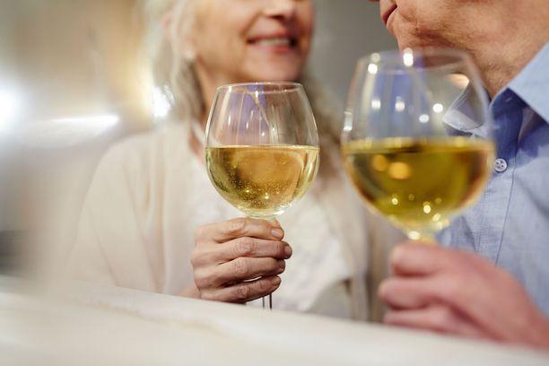 Suurten ikäluokkien tullessa vanhuusikään odotettavissa on lisääntyviä haasteita alkoholiongelmien kanssa esimerkiksi kodinhoidossa.