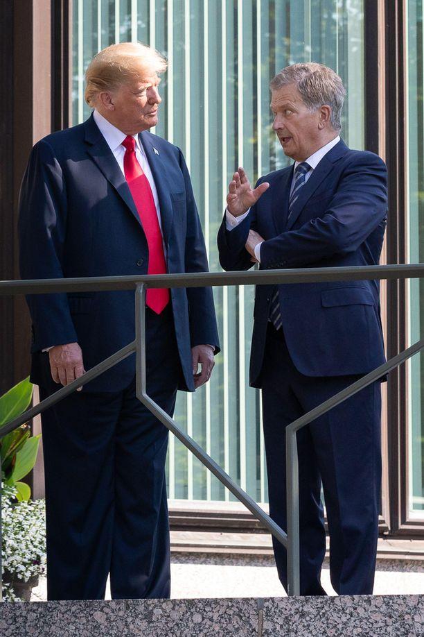 Donald Trump ja Sauli Niinistö keskustelivat kesän 2018 tapaamisessaan muun muassa Venäjästä, Putinista ja Suomen maanpuolustuksesta.