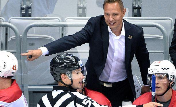 Jussi Tapolan valmentama Kunlun aloittaa KHL-kautensa maanantaina Helsingissä.