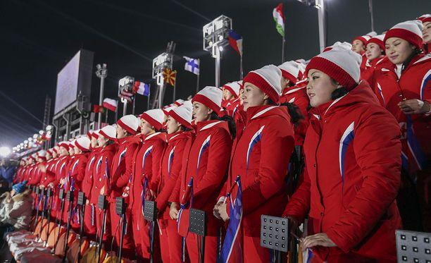 Tanssiryhmä kunnioitti Etelä-Korean kisojen avajaisia läsnäolollaan.