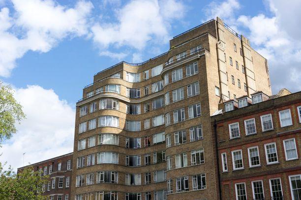 Moni tunteen tämän rakennuksen Poirot'n kotitalona Whitehaven Mansionsina.