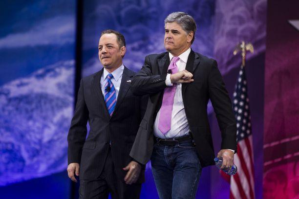Sean Hannity (oik.) on tiettävästi Trumpin suosikkijuontaja sekä henkilökohtainen ystävä. Arkistokuva vuodelta 2016.
