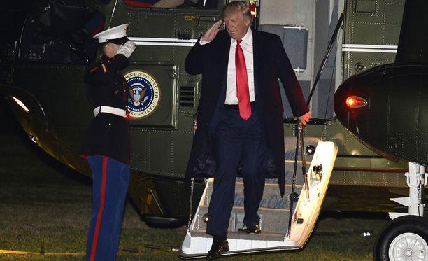 Donald Trump palasi maanantaina Valkoiseen taloon Floridassa vietetyn viikonlopun jälkeen.