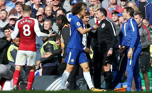 David Luiz näki punaista.