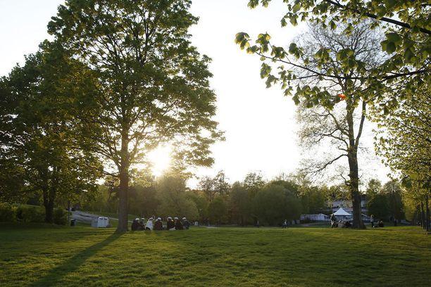 Kaivopuisto on yksi niistä paikoista, joita poliisi on varautunut valvomaan päättäjäisiltana.