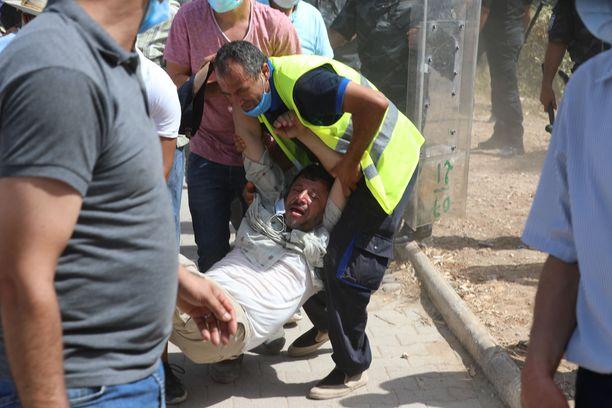 Protestit yltyivät maanantaina väkivaltaisiksi.
