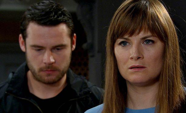 Chrissie saa vihdoin kuulla totuuden Aaronilta, aviomiehensä sinnikkäistä vastusteluista huolimatta.