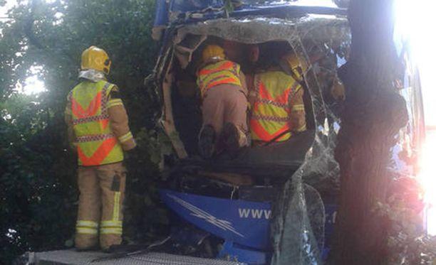 Pelastuslaitos sai onnettomuudesta ilmoituksen noin kello 10.15 tiistaina.