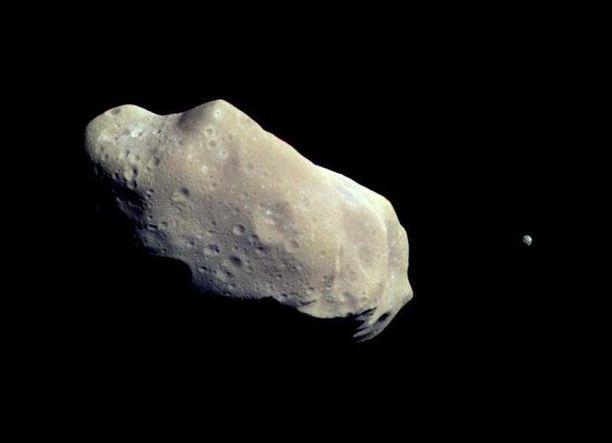 """Asteroidi ohitti Maan """"täpärästi""""."""