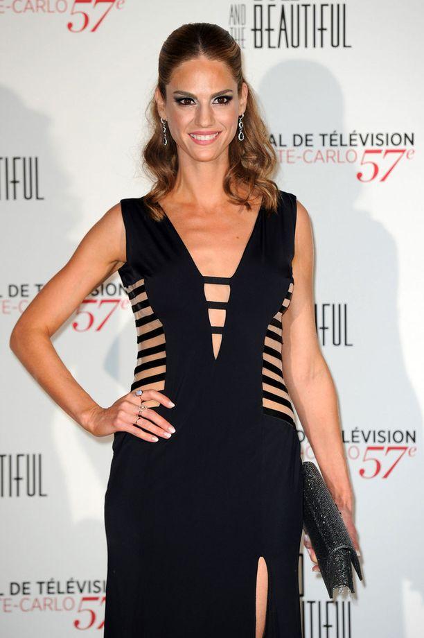 Kelly Kruger esittää sarjassa Evan roolia.
