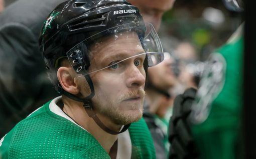 Rottapelaaja sikaili törkeästi – suihkuun 38 sekunnissa NHL:n talviklassikossa