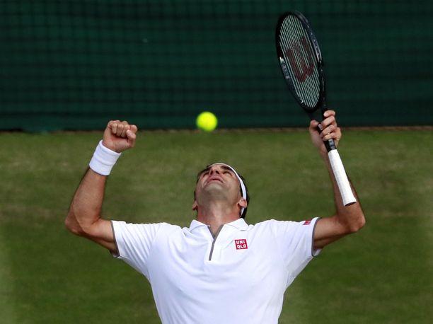 Roger Federer sai taas tuulettaa finaalipaikkaa Wimbledonissa.
