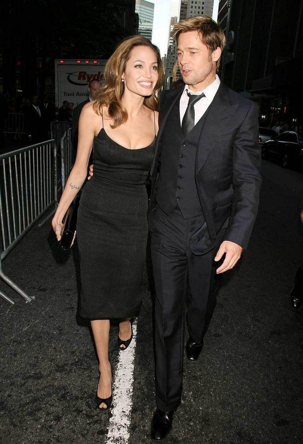 Parin tyyli on klassinen ja hillitty. Kuvassa Pitt ja Jolie vuonna 2007.