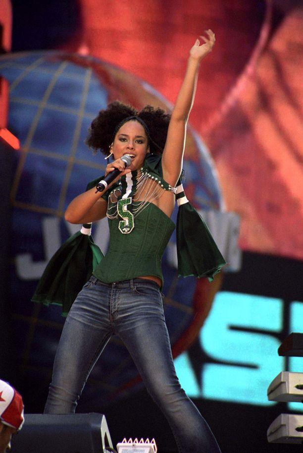 Tältä Alicia näytti uransa alkuvaiheilla vuonna 2002.