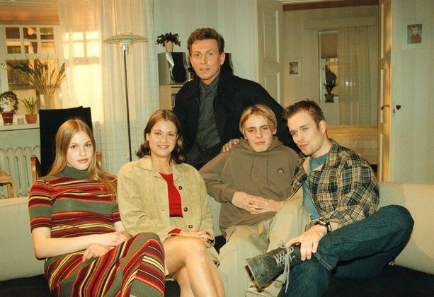 Tältä näytti Salinien perhe vuonna 1999. Kuvassa Silja (Jonna Keskinen), Jukka (Jouko Keskinen), Hanna (Tarja Omenainen), Saku (Jasper Pääkkönen) ja Aleksi (Tuomas Kytömäki).