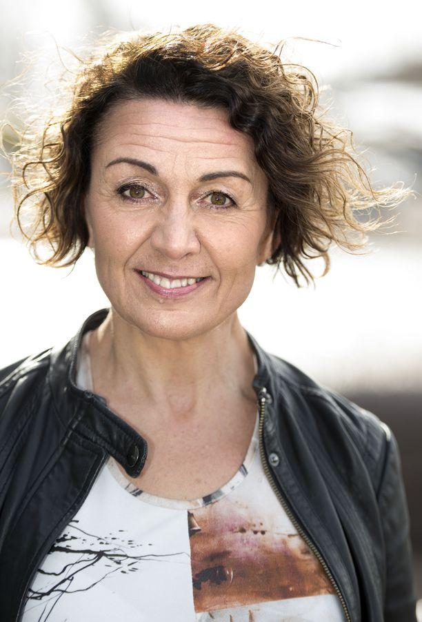 Anneli Ranta on virallisesti eläkkeellä mutta näyttelee yhä Salatuissa elämissä ja Pihlajasadussa.
